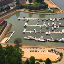 Marina: http://www.port-royal-auxonne.com/ - Port Royal