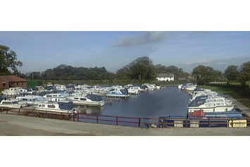 Marina: (c): http://www.moonsbridgemarina.co.uk/ - Moonsbridge Marina